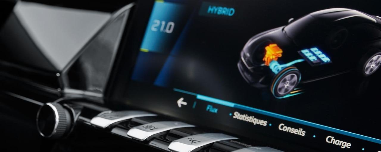 La pantalla táctil incorpora un menú híbrido específico.